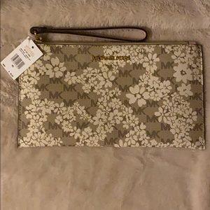 🆕White&Tan Floral Michael Kors Wristlet/Clutch